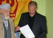Благотворительную помощь и письма поддержки приносят жители нашей области для населения Украины.