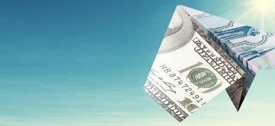 Россияне вновь копят деньги под подушкой
