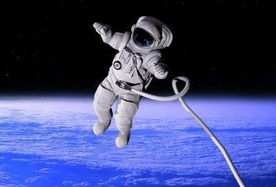 Какую зарплату получают российские космонавты?
