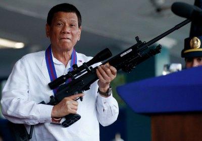 Президент Филиппин разрешил гражданам стрелять в чиновников, требующих взятки.