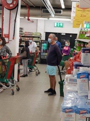 Вот этот мужчина в смешных голубых шортах - президент Португалии Марселу Ребелу де Соуза