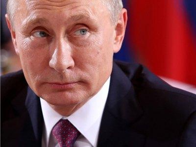 Путин отметил заслуги шестерых жителей 33 региона