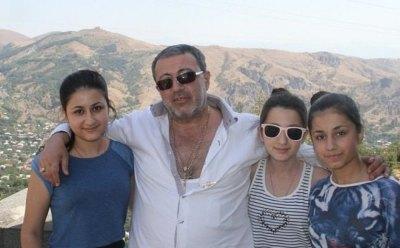 Опубликованы фрагменты диалогов одной из сестер Хачатурян с убитым отцом.
