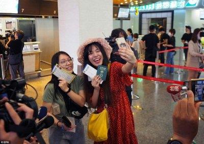 На Тайване запустили фейковые полёты: пассажиры проходят паспортный контроль и садятся в самолёт, который не взлетает